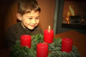 adventskranz-mit-junge3